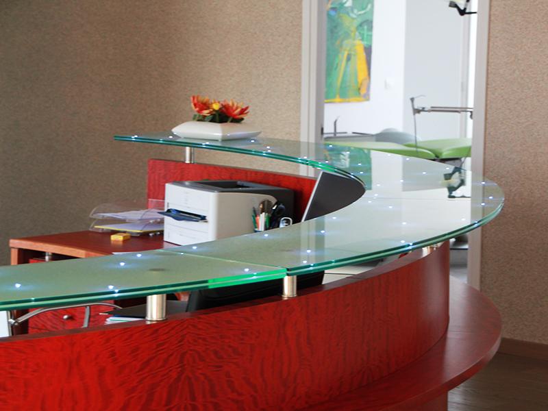 comptoir en verre feuilleté avec insertion leds