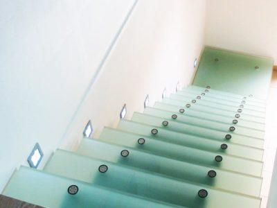 escalier droit en verre feuillete