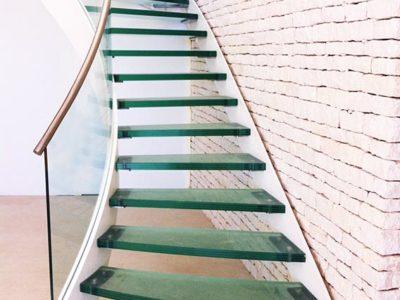escalier en verre feuilleté trempé sur mesure