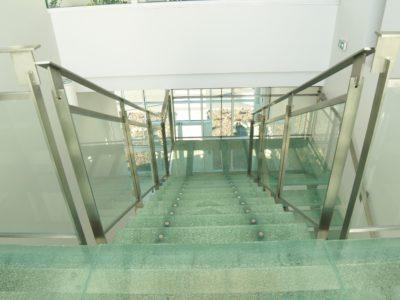 marche en verre pour escalier verre feuilleté insertion verre brisé