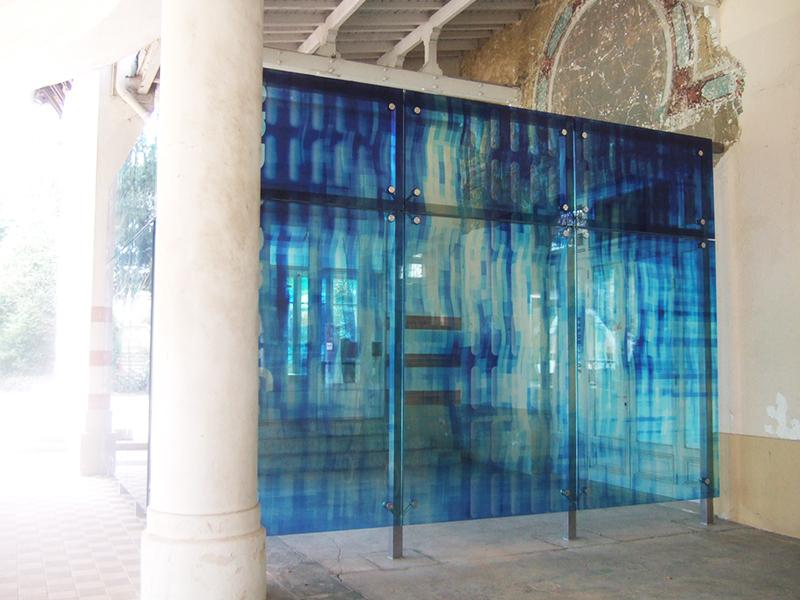façade en verre feuilleté avec insertion film de couleur