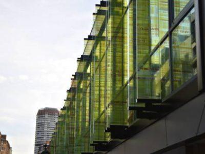 facade en verre feuilleté de sécurité avec insertion de couleurs