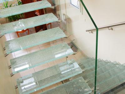 marches d escalier en verre feuillete brise