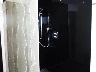paroi de douche en verre feuilleté décoratif