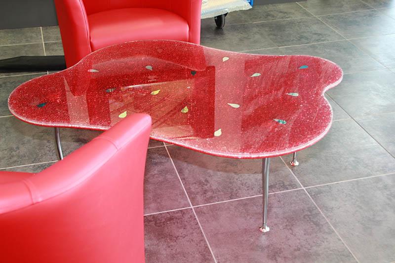 table basse en verre feuilleté décoratif