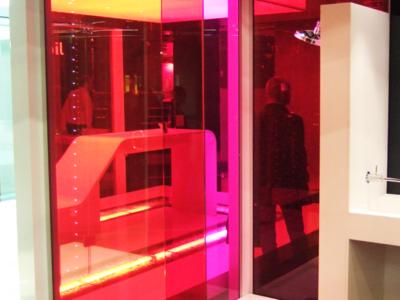 verre feuilleté décoratif avec insertion films de couleurs