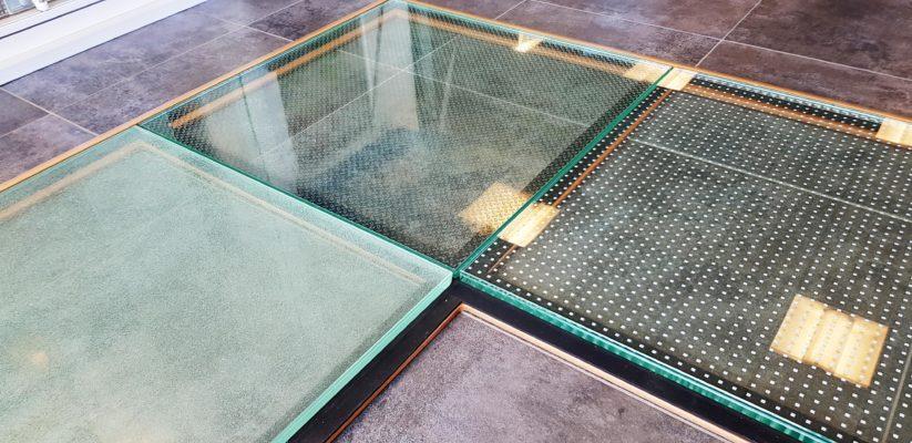 dalle de sol en verre feuilleté de sécurité antidérapant