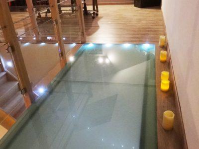 plancher en verre opaque