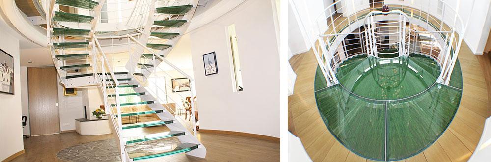 escalier en verre feuilleté avec insertion herbe synthétique