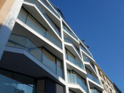 balustrade en verre, balcon avec rambarde en verre, garde corps en verre feuilleté trempé de sécurité