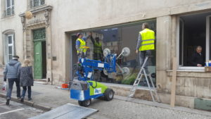 installation vitrine de magasin sur mesure
