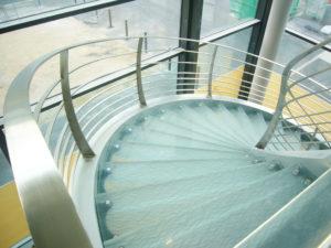 Escalier en verre décoratif