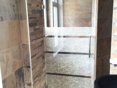 porte de douche en verre décoratif