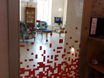 porte vitrée en verre feuilleté décoratif