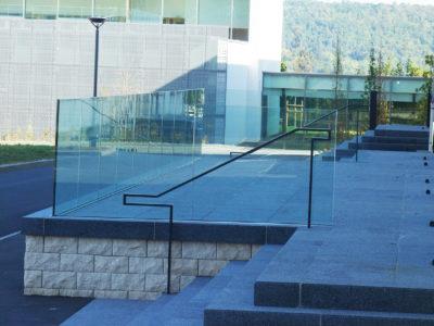 garde corps en verre feuilleté de sécurité pour extérieur