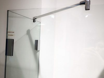 Fixation pare-douche en verre