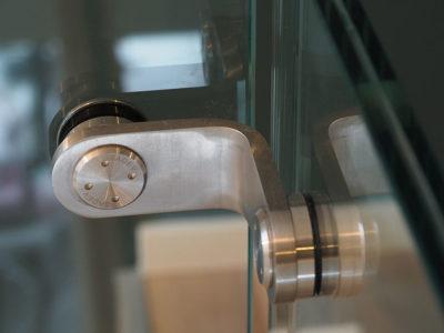 fixation pour garde corps en verre sur mesure