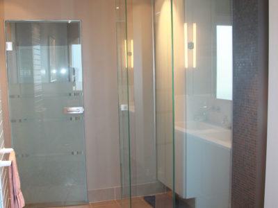 Pare-douche en verre anti-calcaire