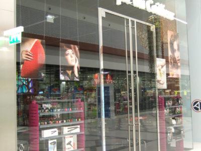 remplacement vitrine sur mesure pour magasin