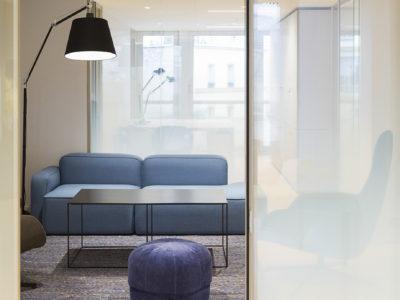 cloison en verre design pour espace public