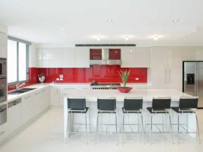 credence de cuisine en verre sur mesure rouge