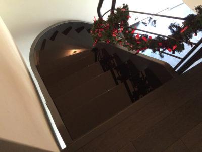 escalier en verre laque