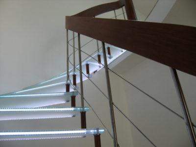 escalier en verre leds