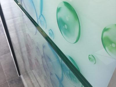 rambarde en verre sur profil lateral