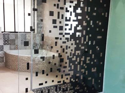 paroi de douche en verre feuillete decoratif