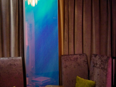 Cloison en verre décoratif film dichroic