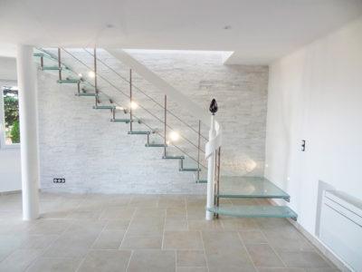 Escalier en verre contemporain
