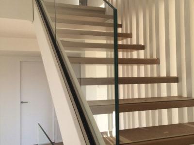Rampant d'escalier en verre