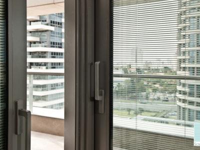 Fenêtre avec store vénitien intégré