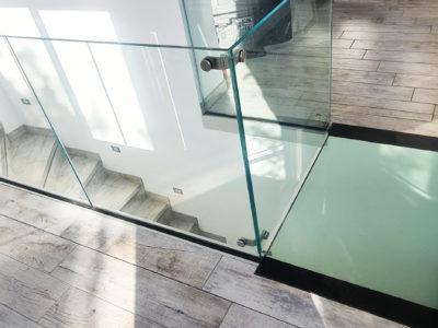 Garde-corps et dalle de sol en verre