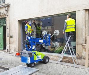 Installation d'une vitrine sur mesure