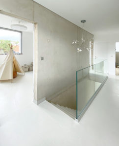 Garde-corps en verre semi-encastré pour intérieur