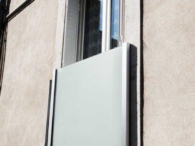 Garde-corps en verre opale pour fenêtre