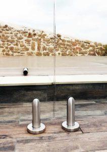 Pinces de sol pour garde-corps en verre